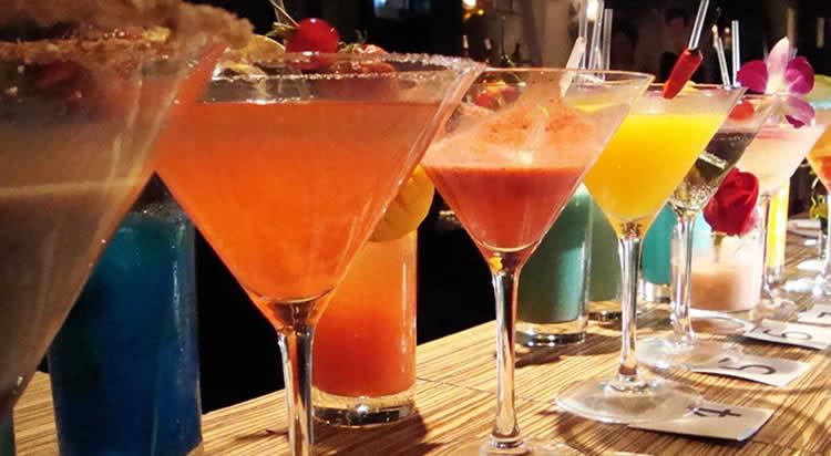 Barra para fiestas y eventos coctel fiesta bebidas para for Adornos para cocteles